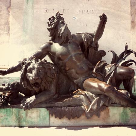 Le Rhône et la Saône en statues