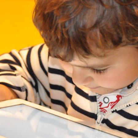 Enfants et écran : accompagner la consommation numérique